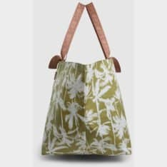 Billabong Pretty Palms Beach Bag Cedar. Billabong Handbags in Womens Handbags & Womens Bags. Code: 6692144M