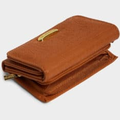 Billabong Flora Wallet Tan. Billabong Wallets found in Womens Wallets & Womens Accessories. Code: 6691201